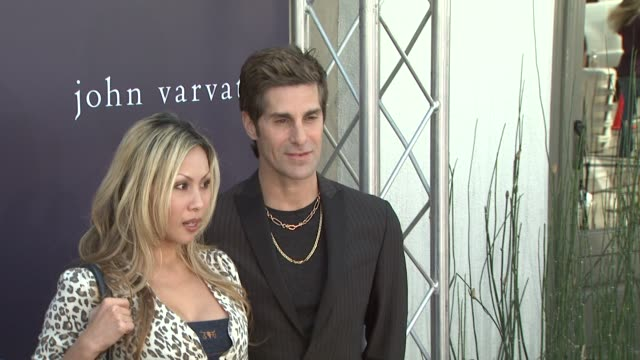 etty farrell, perry farrell at the the john varvatos 7th annual stuart house benefit at los angeles ca. - perry farrell stock videos & royalty-free footage