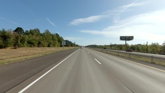 eugene highway iii synchronisierte serie rückansicht fahrprozessplatte - mehrspurige strecke stock-videos und b-roll-filmmaterial