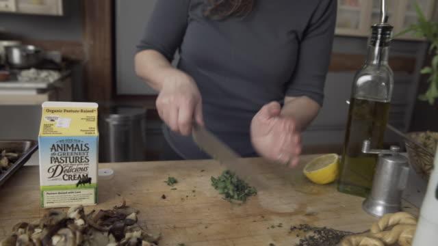 Eugenia Bone Cutting Parsley