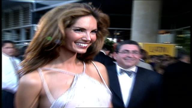 vídeos de stock e filmes b-roll de eugenia silva is showing off her richard roman dress at the 2000 latin grammys. - ano 2000