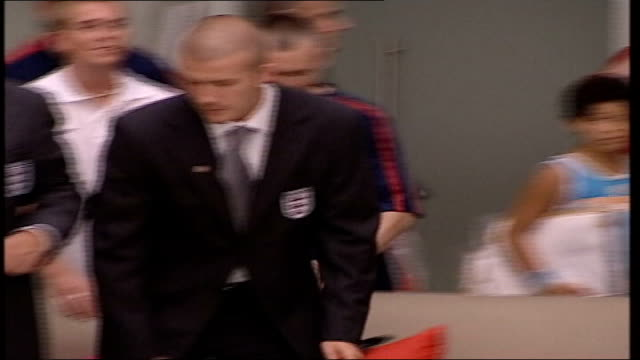 england team return after euro failure; itn england: luton airport: ext lms england manager sven goran eriksson down plane steps followed by his... - no doubt stock-videos und b-roll-filmmaterial
