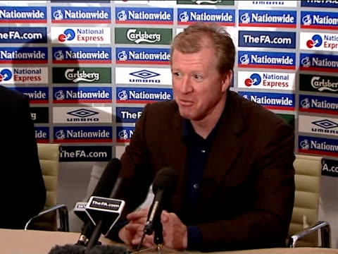 stockvideo's en b-roll-footage met steve mcclaren comments on israel's victory over russia; england: hertfordshire: int steve mcclaren press conference commenting on israel/russia euro... - itv weekend evening news