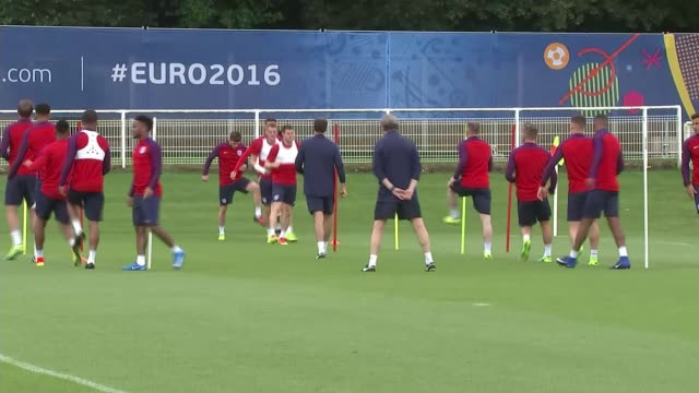 vídeos de stock, filmes e b-roll de england prepare to face slovakia saint etienne roy hodgson press conference sot there are other players who would like to play and who have been... - euro 2016