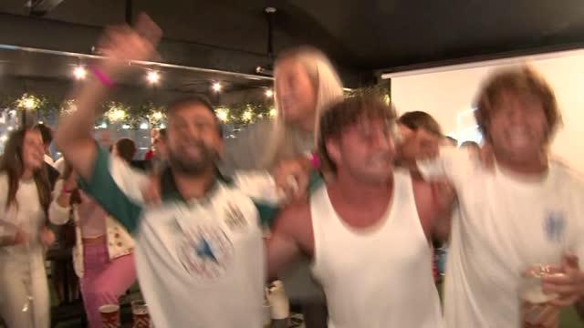 vídeos de stock e filmes b-roll de england fans react to quarter final win; england: london: croydon: boxpark: int various shots of england fans celebrating after match - croydon inglaterra