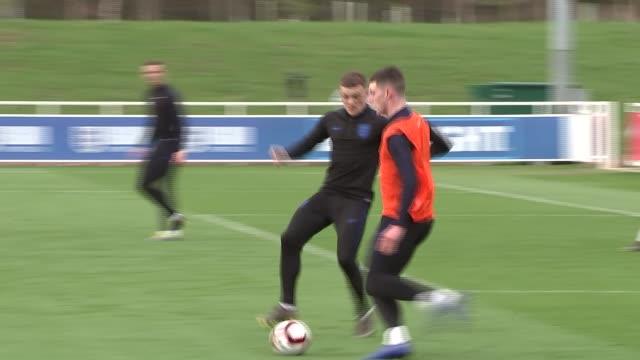 vidéos et rushes de kyle walker interview / training session gvs; england: staffordshire: st george's park: ext various of england players training - équipe sportive