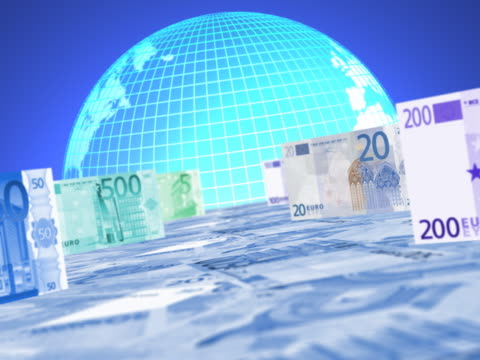 vídeos de stock, filmes e b-roll de euro bank notes in front of a rotating globe - nota de cinquenta euros