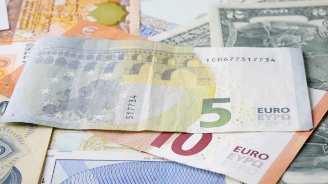 Euro-Banknote drehen 2 Clips im 1 Stock Footage langsam & schnell.