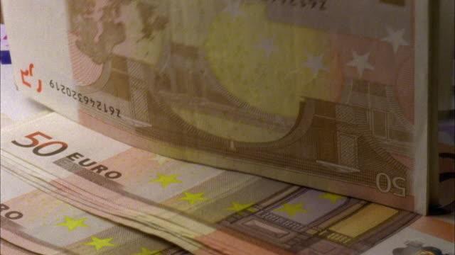 vídeos de stock, filmes e b-roll de ecu, euro banknotes falling - moeda da união europeia