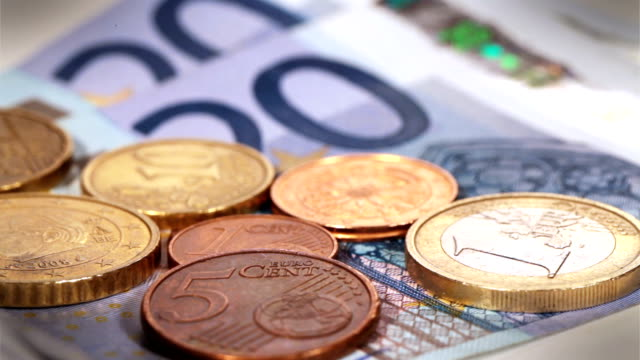 stockvideo's en b-roll-footage met euro coins rotation - tax