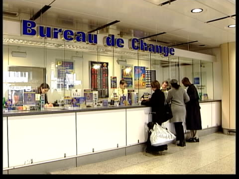 vidéos et rushes de euro currency now in use; itn england: kent: dover people next to car at ferry terminal vox pops holidaymakers london int gv bureau de change counter... - ferry