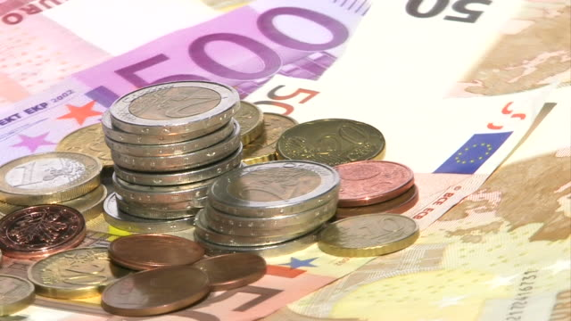 vídeos de stock, filmes e b-roll de hd: euro dinheiro - nota de cinquenta euros