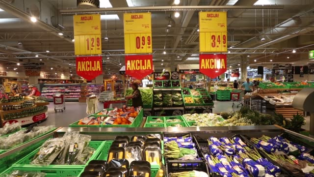euro price signs hang above fresh vegetables for sale in the grocery department of a mercator poslovni sistem dd supermarket in ljubljana pan lr... - 凍った点の映像素材/bロール