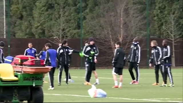 vídeos y material grabado en eventos de stock de chelsea training more chelsea players kicking football during training - unión europea de las asociaciones nacionales