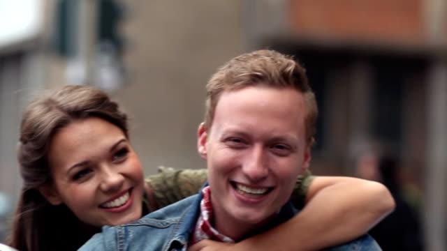 europa paar - boyfriend stock-videos und b-roll-filmmaterial