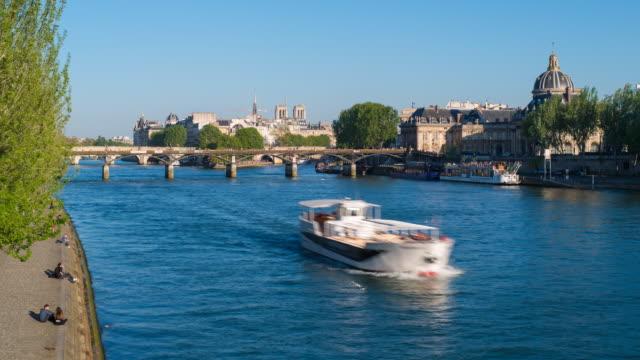 europe, france, paris, isle de la cite and pont neuf - time lapse - ポンヌフ点の映像素材/bロール
