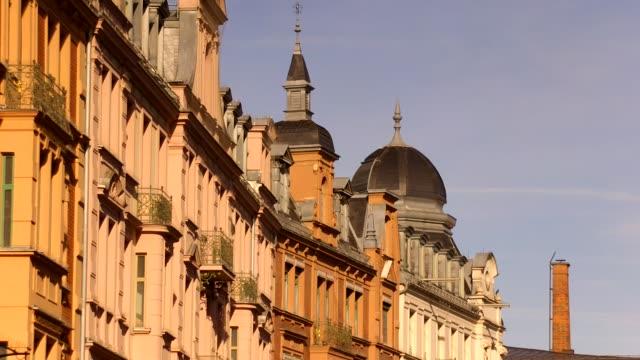 vídeos de stock, filmes e b-roll de europe, germany, bavaria, rosenheim, view of old commercial building - janela saliente