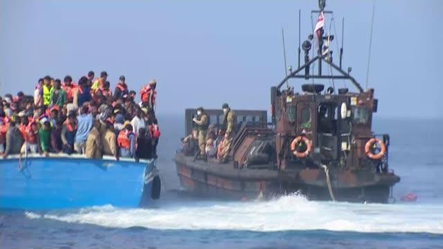 vidéos et rushes de europe migrant crisis: hms richmond to join european union naval force in mediterranean; 7.6.2015 / t07061501 mediterranean sea: various shots of... - royal navy