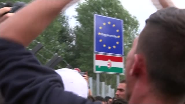 hungary seals borders to refugees gvs syrian refugees chanting 'open' sot young boy crying - ungheria video stock e b–roll