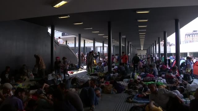 europe migrant crisis: migrants trapped in budapest; various shots migrants with sleeping bags and parent with child - budapest stock-videos und b-roll-filmmaterial