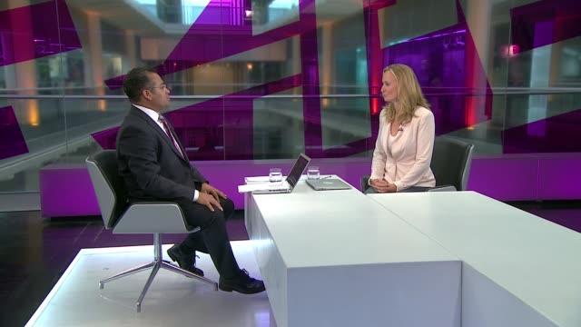 vidéos et rushes de europe migrant crisis: numbers entering eu countires reaches record high; england: london: gir: int gauri van gulik studio interview sot - tous types de crises