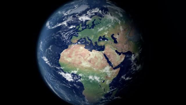 vídeos y material grabado en eventos de stock de europa aparece después de earth zoom (fronteras y alfa mate) - europa continente