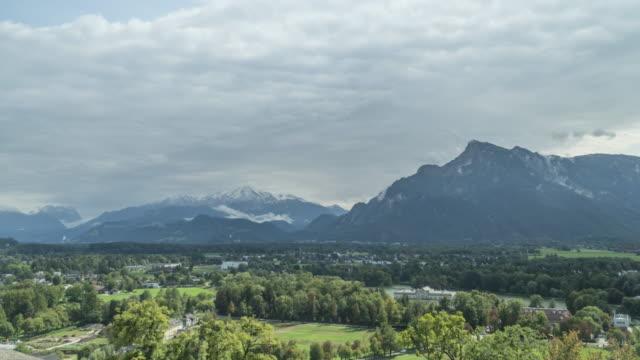 vídeos y material grabado en eventos de stock de tl: alpes europeos como la pared alrededor de salzburgo, austria - cultura austríaca