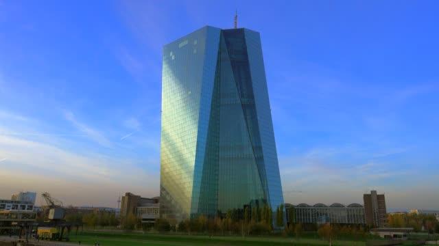 european central bank, frankurt am main, hesse, germany, europe - 中央銀行点の映像素材/bロール