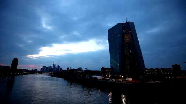 Europese CentraleBank in Frankfurt bij nacht