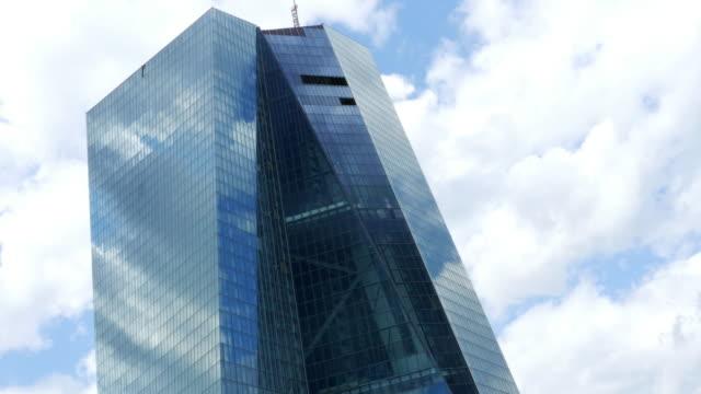 vídeos de stock e filmes b-roll de european central bank in frankfurt - aproximar imagem