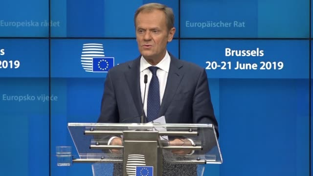 stockvideo's en b-roll-footage met european council president donald tusk fires a brexit warning to whoever wins the battle to become the next british prime minister saying the... - minister president