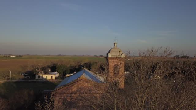 vídeos de stock e filmes b-roll de european country church - cultura sul americana