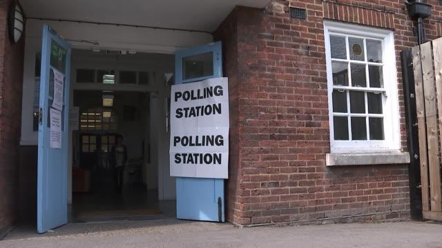 many eu citizens in the uk turned away from polling stations england london haringey ext valentina ferrandes arriving at poling station to vote in... - vallokal bildbanksvideor och videomaterial från bakom kulisserna