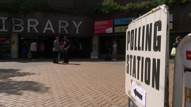 many eu citizens in the uk turned away from polling stations england london haringey ext polling station sign outside haringey library - wahllokal stock-videos und b-roll-filmmaterial