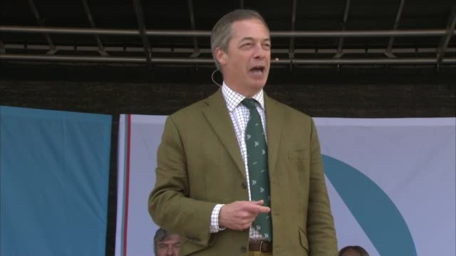 stockvideo's en b-roll-footage met nigel farage attends brexit party rally in chester; england: cheshire: chester: ext nigel farage mep speech sot . - chester engeland