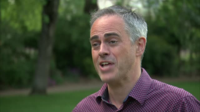 polls suggest heavy losses for the conservative party; england: ext jonathan bartley interview sot liberal democrats campaigners with leaflets 'stop... - letterbox stock-videos und b-roll-filmmaterial