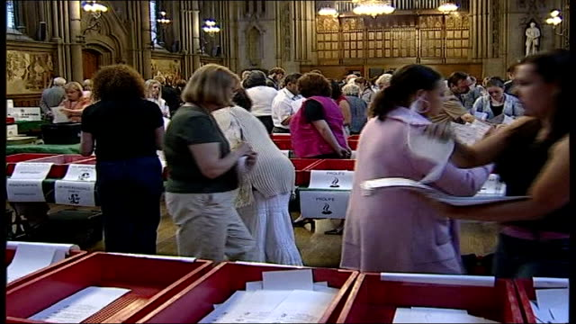 votes counted today; uk, london, northampton / eu elections vote counting / robert kilroy-silk / phil woolas mp / michael ancram mp interviews. itn... - ロバート・キルロイ=シルク点の映像素材/bロール