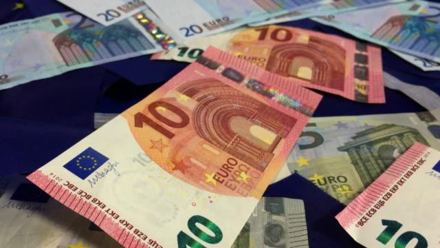 stockvideo's en b-roll-footage met european money the euro and flags. - tien euro