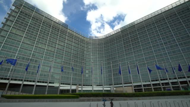 vídeos y material grabado en eventos de stock de parlamento europeo en bruselas, panorámica - edificio del parlamento