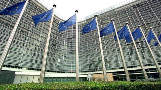 stockvideo's en b-roll-footage met european parliament in brussels - parliament building