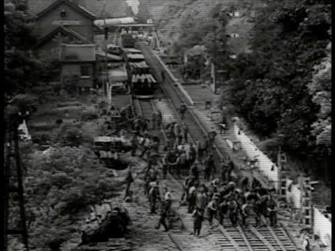 european prisoners w/ pick axes hammering railroad. prisoners working on railroad. bridge w/ car horse carriage prisoners working underneath.... - nazism 個影片檔及 b 捲影像
