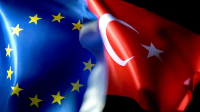 vidéos et rushes de drapeau de l'union européenne et drapeau turc - turc
