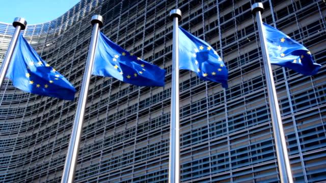 europäische union flaggen - europäische kommission stock-videos und b-roll-filmmaterial