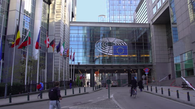 european union parliament building - governo video stock e b–roll