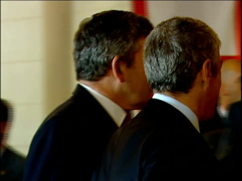 vídeos de stock e filmes b-roll de european union summit: gordon brown arrival; portugal: lisobn: int unidentified european union ministers stand around chatting before summit begins/... - prime minister