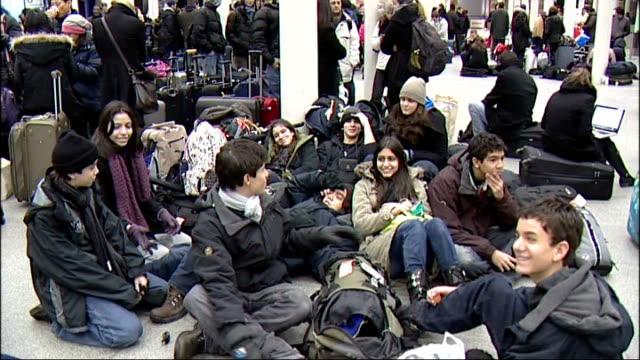 eurostar cancel services following train breakdowns in cold weather england london st pancras station int dejected looking eurostar passenger waiting... - eurostar stock-videos und b-roll-filmmaterial