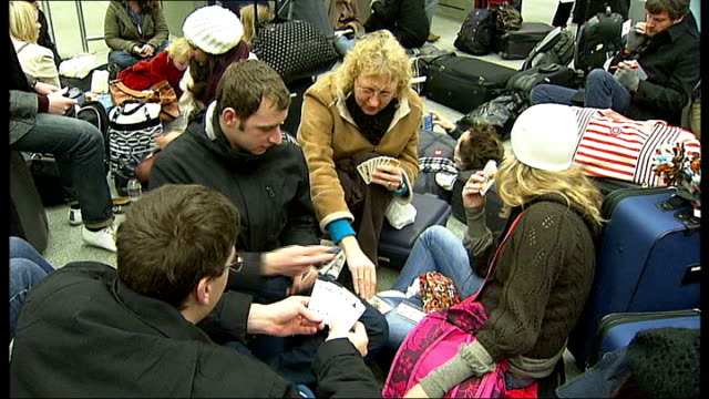 eurostar cancels services following train breakdowns london st pancras station int people playing cards young woman knitting hand writing christmas... - eurostar stock-videos und b-roll-filmmaterial