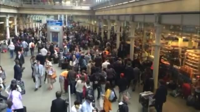 eurostar services disrupted by calais strike england london kings cross st pancras int crowded departures area at eurotunnel terminal passengers... - eurostar stock-videos und b-roll-filmmaterial
