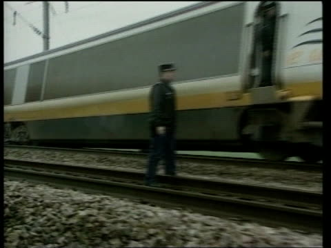 eurostar train derailment investigation lib croisilles derailed section pan to police standing next to engine ms policeman attaching tape to wheel of... - eurostar stock-videos und b-roll-filmmaterial