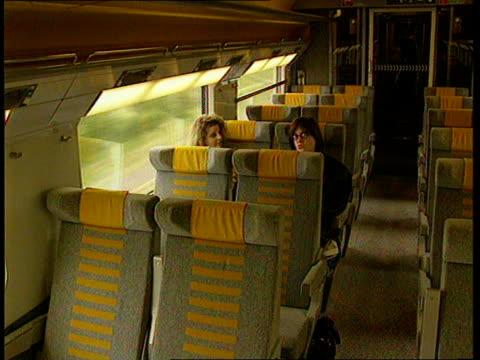 eurostar train france lagv eurostar train toward on tracks and past ms eurostar train along on tracks track lams train past tgv train long on tracks... - tgv点の映像素材/bロール