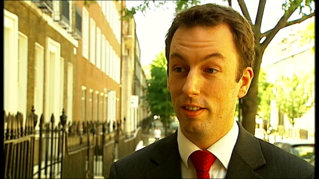 stockvideo's en b-roll-footage met home office plans for possible rise in immigration england london ext colin yeo interview sot - mogelijk